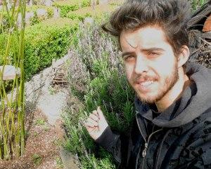 Nikita Gouézel, dans son élément au jardin des Plomarc'h.